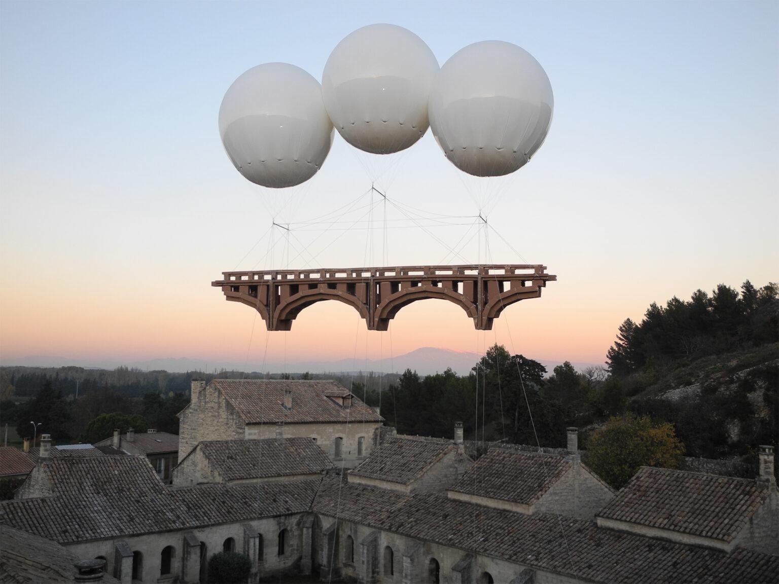 En este momento estás viendo Los puentes flotantes de Olivier Grossetête